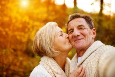 Goldene Hochzeit: Tipps zu Feier, Einladung und Dekoration