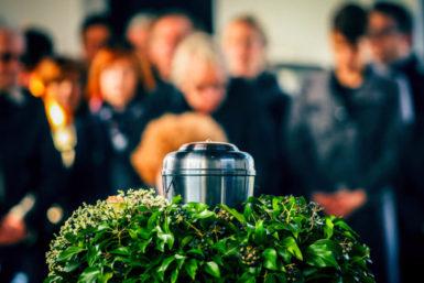 Bestattung: Gesetze, Kosten, Checkliste