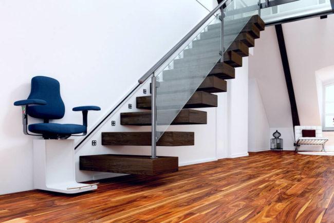 Treppenlift: Modelle, Einbau, Kosten, Zuschuss