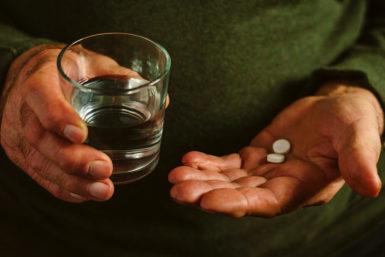 Schmerzmittel: Rezeptfreie Helfer mit Nebenwirkungen