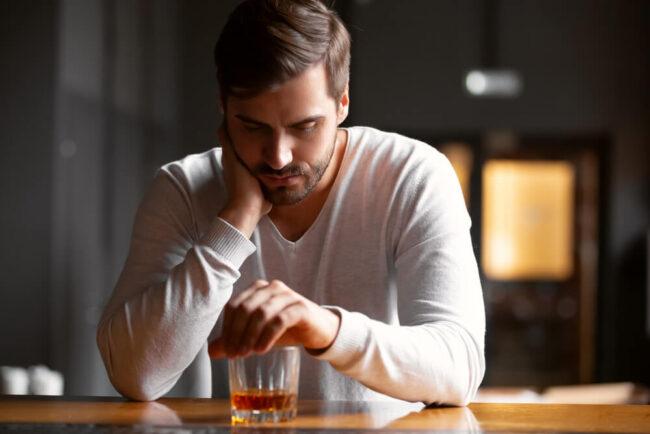 Alkoholiker: Definition, Test und Hilfen