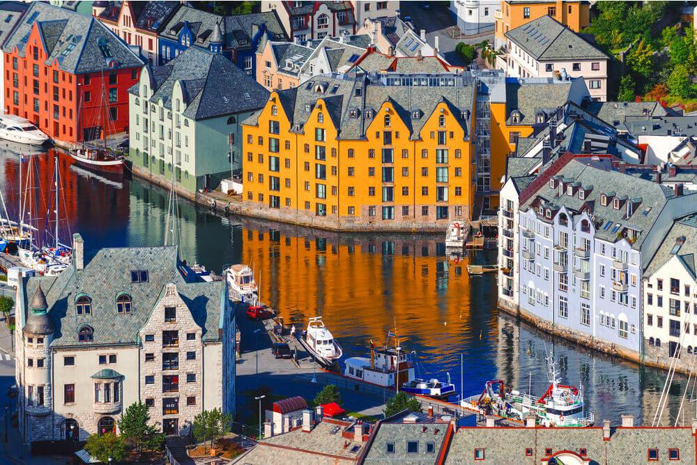 Suedskandinavien-Alesund-Norwegen