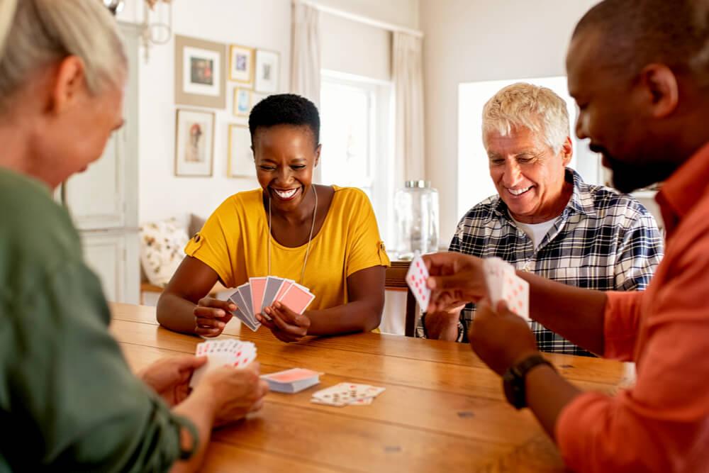 Geselliger Abend Freunde Karten Spiel
