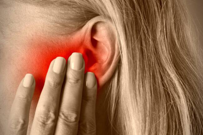 Tinnitus: Was tun, wenn es im Ohr pfeift?