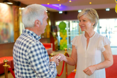 Freizeitpartner für Senioren: Hilfe gegen die Langeweile